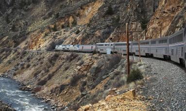 O presidente americano Donald Trump enviou uma proposta de orçamento para o próximo ano fiscal que terminaria com os subsídios oferecidos a Amtrak, empresa ferroviária dos Estados Unidos. Foto: JOE RAEDLE / AFP