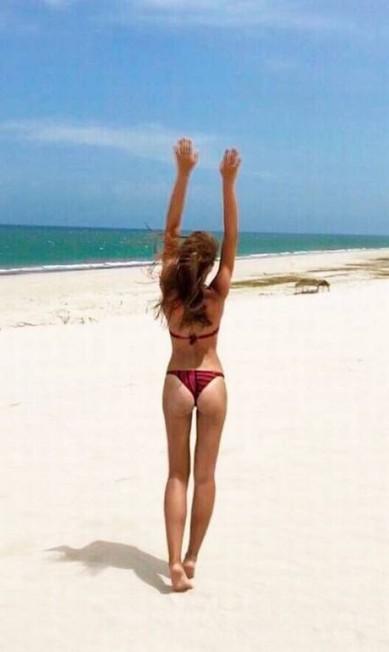 Nas redes, Fernanda brilha em cliques feitos em praias Reprodução/ Instagram