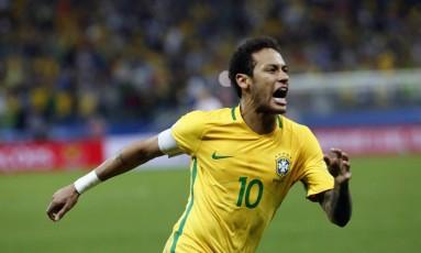 Neymar comemora o segundo gol da vitória do Brasil Foto: Edilson Dantas