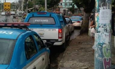 Patrulhas da PM em Manguinhos, na Zona Norte, nesta terça-feira Foto: Leitor