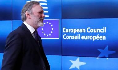 Embaixador britânico na UE, Tim Barrow, chega à sede do Conselho Europeu, onde entregará a Donald Tusk a carta com a notificação oficial do Brexit Foto: YVES HERMAN / REUTERS