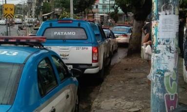 A movimentação policial perto de Manguinhos e Jacarezinho logo após os agentes serem baleados Foto: Foto do leitor