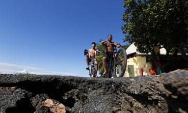 Cratera na ciclovia do Corredor Esportivo Foto: Marcelo de Jesus / Agência O Globo