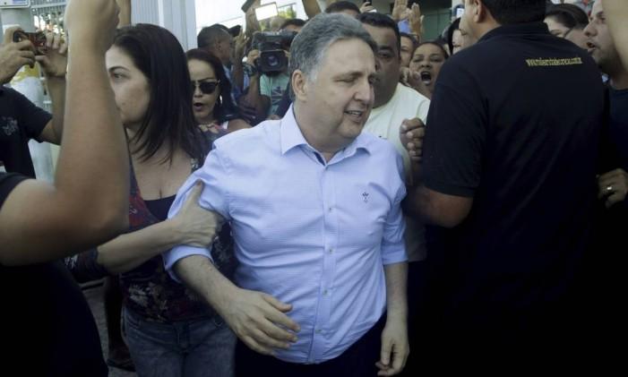 O ex-governador Anthony Garotinho deixa o Fórum de Campos para depor no processo de compra de votos na última eleição Foto: Gabriel de Paiva / Agência O Globo