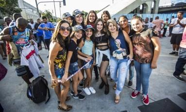 Grupo de fãs veio de São João del-Rei, em Minas Gerais, para acompanhar o show de Justin Bieber na Apoteose Foto: Agência O Globo