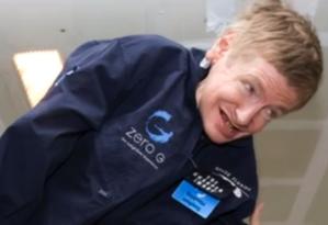 Físico Stephen Hawking participa de simulação de voo espacial Foto: Reprodução