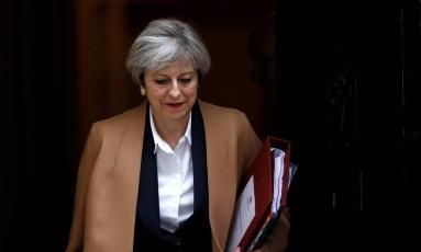 May deixa a residência de Downing Street para comunicar a ativação da saída britânica da UE Foto: STEFAN WERMUTH / REUTERS