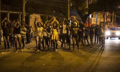 Moradores do Morro da Formiga protestam na Conde de Bonfim Foto: Alexandre Cassiano / Agência O Globo