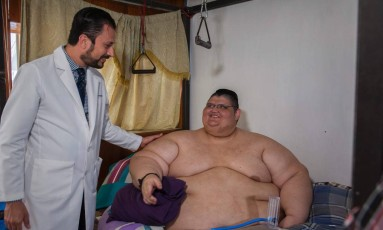 Jose Catañeda Cruz está realizando o tratamento do mexicano Juan Pedro Franco Foto: HECTOR GUERRERO / AFP
