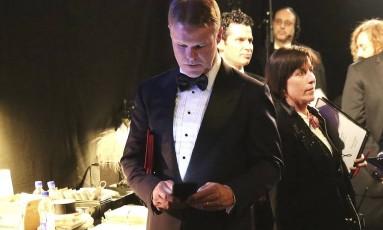 Funcionário da PwC, Brian Cullinan, tuitou durante a cerimônia e casou a maior confusão na entrega do principal prêmio da noite Foto: Matt Sayles / AP