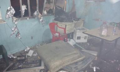 A base da UPP, após ataque de traficantes Foto: Foto cedida por internautas