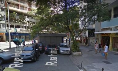 Banca onde a vítima foi atacada fica na Praça Manoel Campos da Paz, em Copacabana, na Zona Sul do Rio Foto: Google Street View / Reprodução