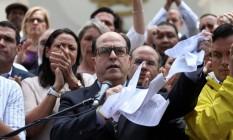 Presidente da Assembleia Nacional, Julio Borges, fala à imprensa durante entrevista coletiva em Caracas Foto: CARLOS GARCIA RAWLINS / REUTERS