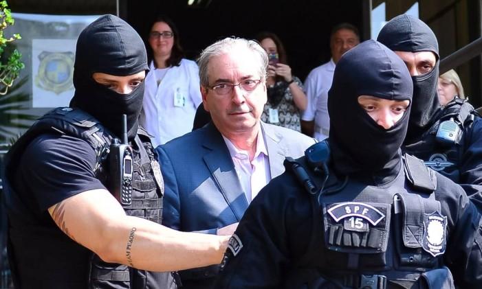 O ex-deputado Eduardo Cunha chega ao IML de Curitiba ao ser preso, em outubro passado Foto: Geraldo Bubniak / 20-10-2016