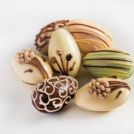 Decorados. Na Louzieh Doces tem miniovos de sabores como framboesa e chocolate amargo: R$ 4,50 cada Foto: FILICO / Divulgação