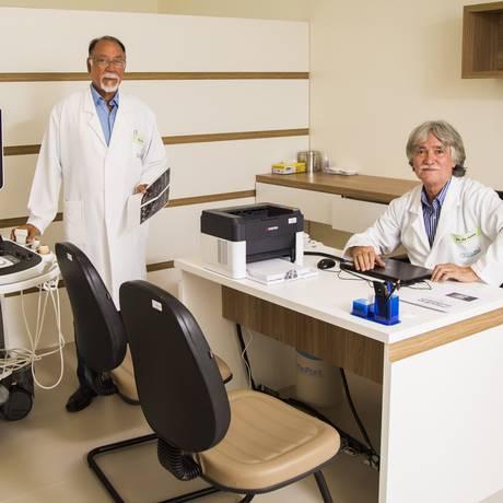 Os médicos José Lima (à esquerda) e Joe Ferreira Foto: Bárbara Lopes / Agência O Globo