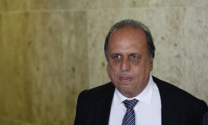 O governador do Rio, Luiz Fernando Pezão (PMDB), terá que responder perguntas sobre o ex-governador Sérgio Cabral Foto: Ailton de Freitas / O Globo