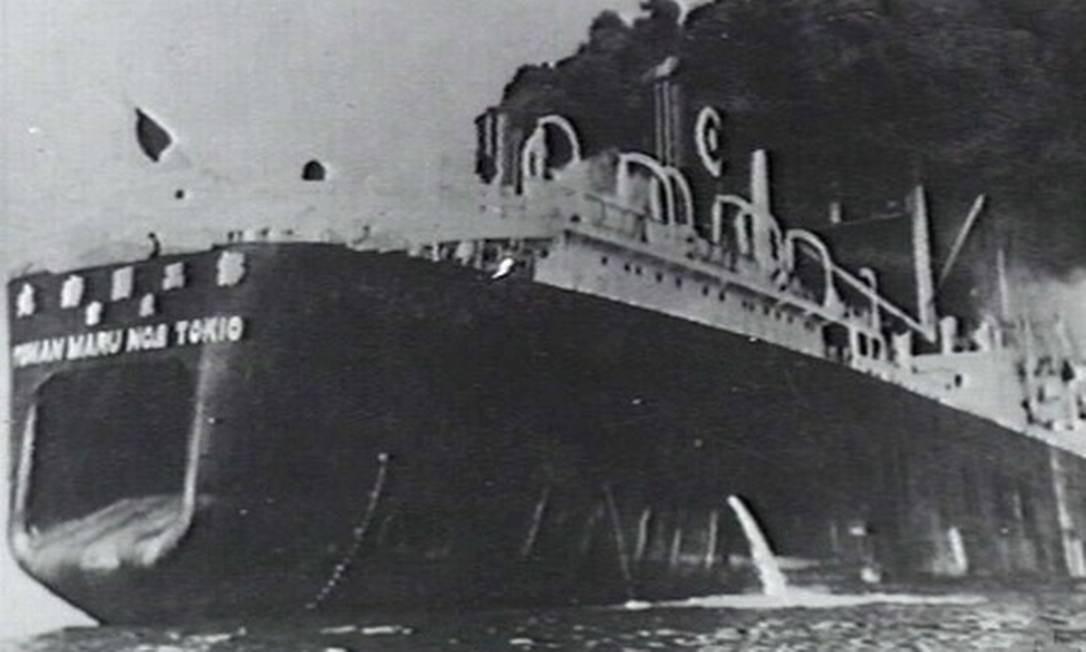 Foto de 1937 mostra navio baleeiro japonês Tonan Maru 2, abatido na Segunda Guerra; no período, carne do animal abasteceu população faminta Foto: Australian War Memorial (Naval Historical Collection) / Wikimedia Commons