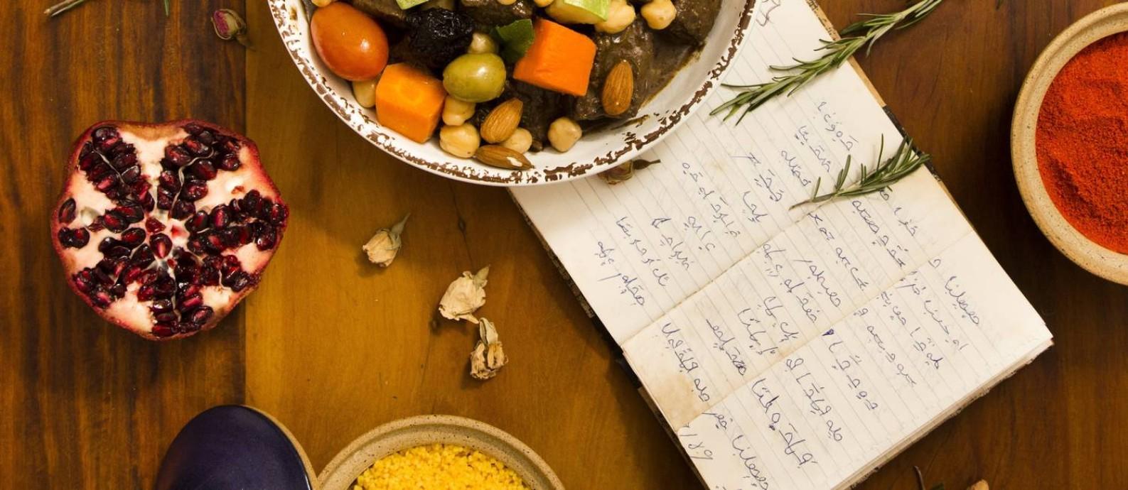 O Tajine de cordeiro berbere, que é herança do caderno de receitas da avó de Katia Hannequim Foto: Mônica Imbuzeiro / Agência O Globo