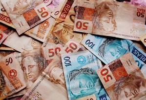 Moeda real - notas de cinquenta reais , cem reais e dez reais