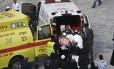 Policial ferido foi removido com ajuda de ambulância