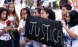 Estudantes pedem justiça no enterro da menina Maria Eduarda