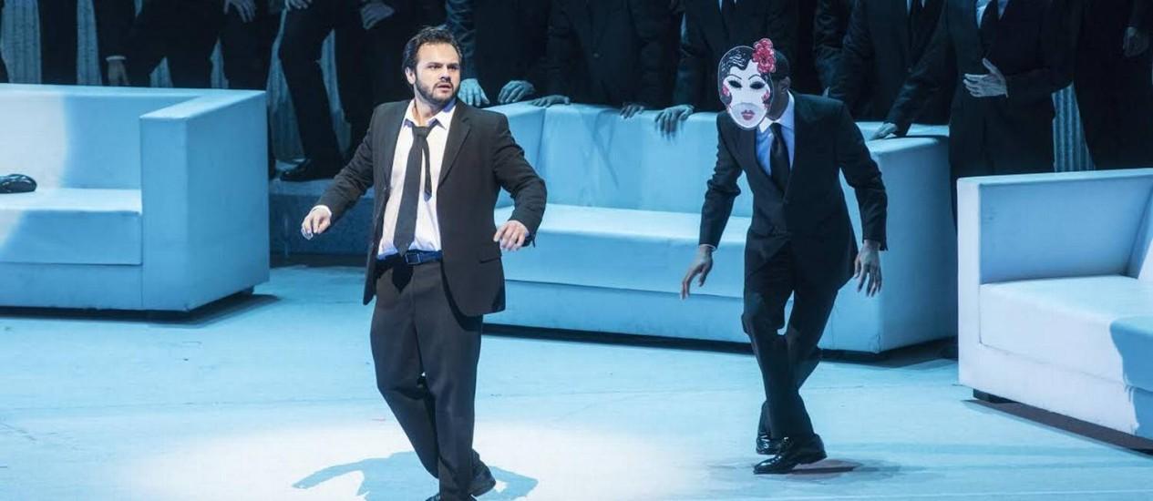 "O tenor Atalla Ayan em montagem de ""La Traviata"", no Metropolitan Opera House de NY Foto: Divulgação/Jonathan Tichler/Metropolitan Opera"
