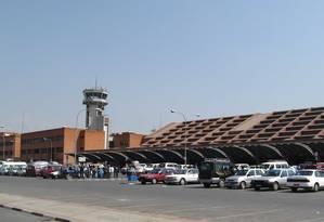 Aeroporto de Katmandu já teve problemas de segurança com aves e cachorros, e agora um leopardo Foto: Wikimedia Commons / Ralf Lotys (Sicherlich)