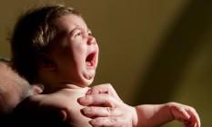 Bebê chora em batizado na Geórgia Foto: DAVID MDZINARISHVILI