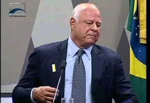 O presidente da Oscar Iskin, Miguel Iskin, durante a CPI do Senado que investigou irregularidades em cirurgias para implate de próteses Foto: Reprodução