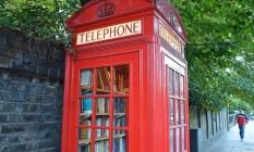 Também dá para adquirir um livro ou revista nas pequenas livrarias dentro das cabines Foto: Divulgação