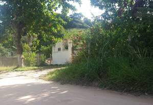 Área de mata. A entrada do terreno onde vivia o idoso morto após tomar vacina da febre amarela: ele teve convulsão Foto: Simone Candida
