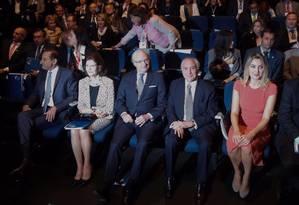 Ao lado de Marcela, do rei e da rainha da Suécia, além do presidente da Fiesp Paulo Skaf, Temer busca agenda positiva Foto: Agência O Globo / Marcos Alves