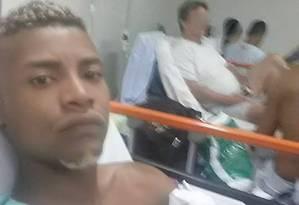 Suspeito faz selfie em hospital Foto: Reprodução