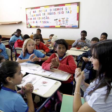 Estudantes do ensino fundamental em uma aula Foto: Pedro Kirilos / 04/08/2011