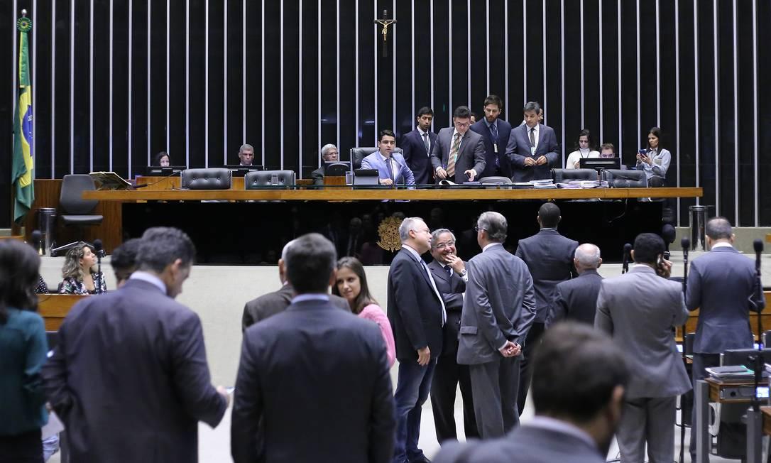Deputados em sessão extraordinária na Câmara Foto: Antonio Augusto / Agência Câmara