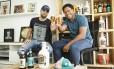 Diogo Mello e Sandro Gomes são amigos desde a infância, mas seguiram caminhos profissionais diferentes. Anos mais tarde, se uniram para criar uma marca de cerveja inspirada no humorista Mussum, pai de Sandro