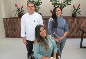 Fabi (sentada), José Aparecido e Luciana: Meeting de Eventos Foto: Agência O Globo / Adalberto Neto