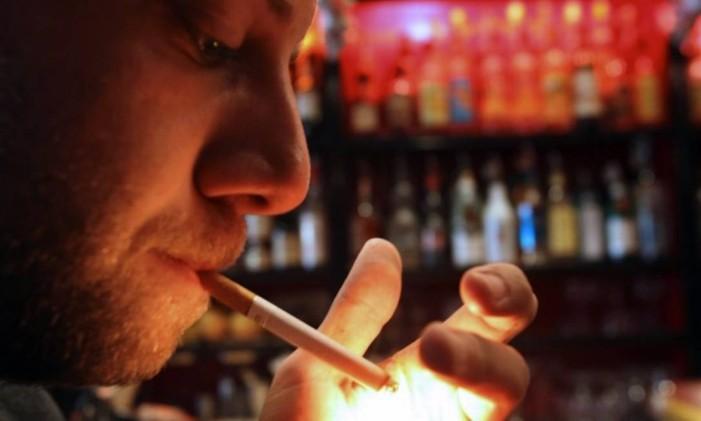 Um em cada quatro homens fuma diariamente, ressalta relatório