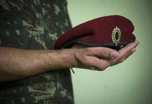 Soldado paraquedista foi submetido a um violento trote e precisou ter um dos testículos extraído Foto: Alexandre Cassiano / Agência O Globo