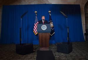 O presidente dos Estados Unidos, Donald Trump, anuncia ataque contra base militar na Síria, de sua residência em West Palm Beach, na Flórida Foto: JIM WATSON / AFP