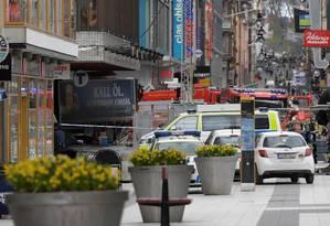 Caminhão avança contra pedestres e bate em loja de departamento no centro de Estocolmo, Suécia. Foto: TT NEWS AGENCY / REUTERS