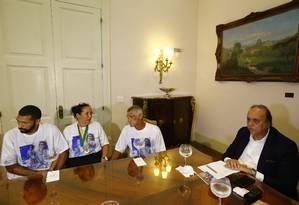 Encontro de Luiz Fernando Pezão com parentes da menina Maria Eduarda, no Palácio Guanabara Foto: Pablo Jacob / Agência O Globo