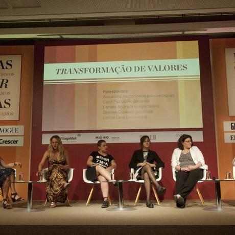 A mesa 'Transformação de valores': transgêneros foram tema de debate Foto: Adriana Lorete / Agência O Globo