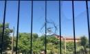 Tiro em janela dentro de colégio na Maré: este ano, escolas já ficaram até sete dias fechadas Foto: Caio Barretto Briso / O Globo