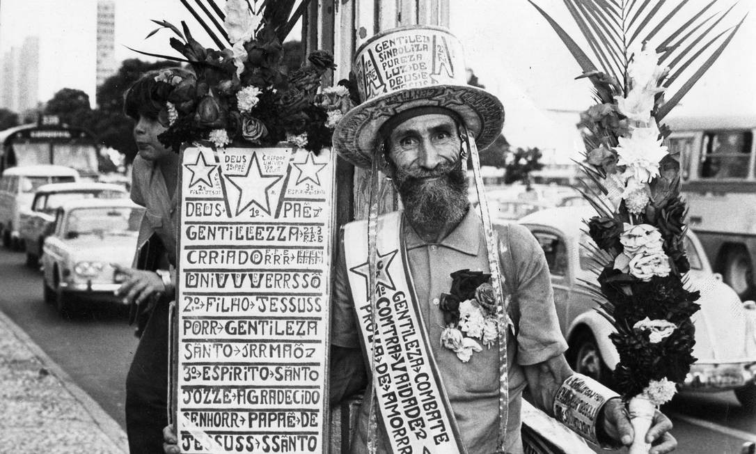 Na década de 1970, Gentileza com visual diferente: sem túnica e com chapéu. Foto: Arquivo O Globo