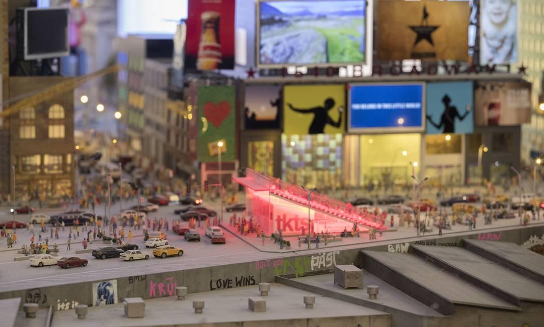 A atração, aberta em 4 de abril, fica em Times Square, que também é um dos pontos turísticos miniaturizados na seção Metropolis, que representa Manhattan e os outros distritos da cidade de Nova York Foto: Mary Altaffer / AP