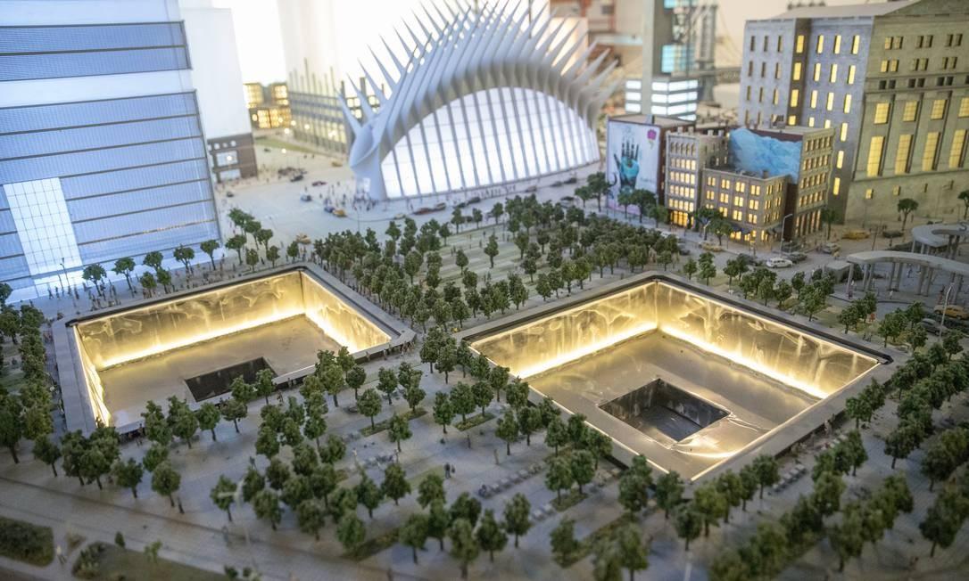 Até o Memorial do 11 de Setembro e o Oculus, a moderna estação projetada por Santiago Calatrava, aparecem na mini-Nova York do projeto, que contou com o trabalho de seis equipes espalhadas pelo mundo Foto: Mary Altaffer / AP