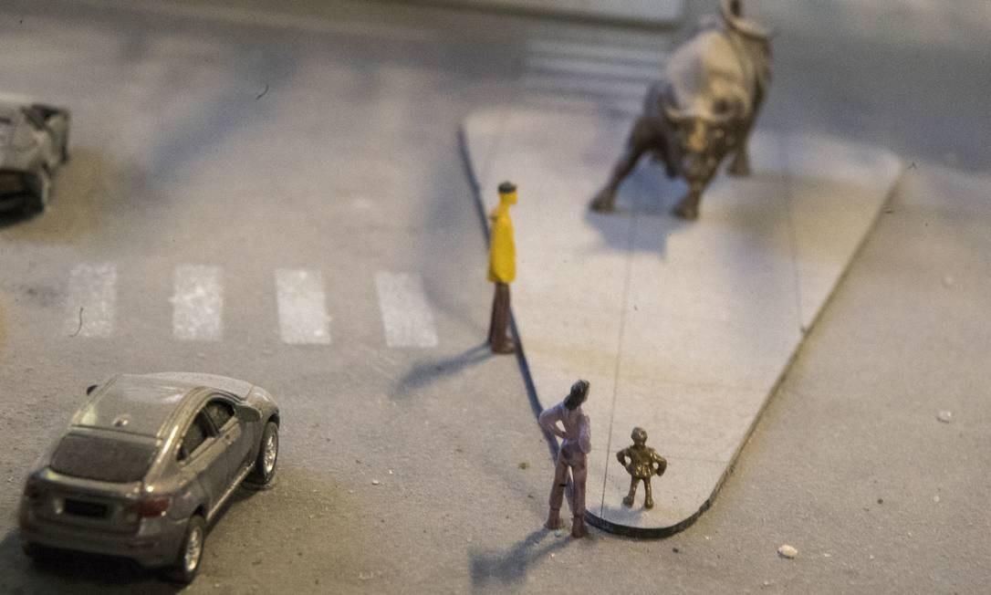 """São muitos detalhes mesmo. E muitos atualizados, como a estátua """"The Fearless Girl"""", colocada recentemente em frente ao famoso """"Charging Bull"""", de Wall Street Foto: Mary Altaffer / AP"""