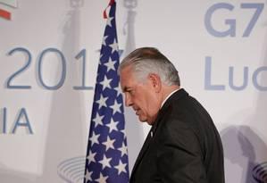 Secretário de Estado americano, Rex Tillerson, chega para posar para uma foto de grupo durante uma reunião do G7 em Lucca, na Itália Foto: MAX ROSSI / REUTERS